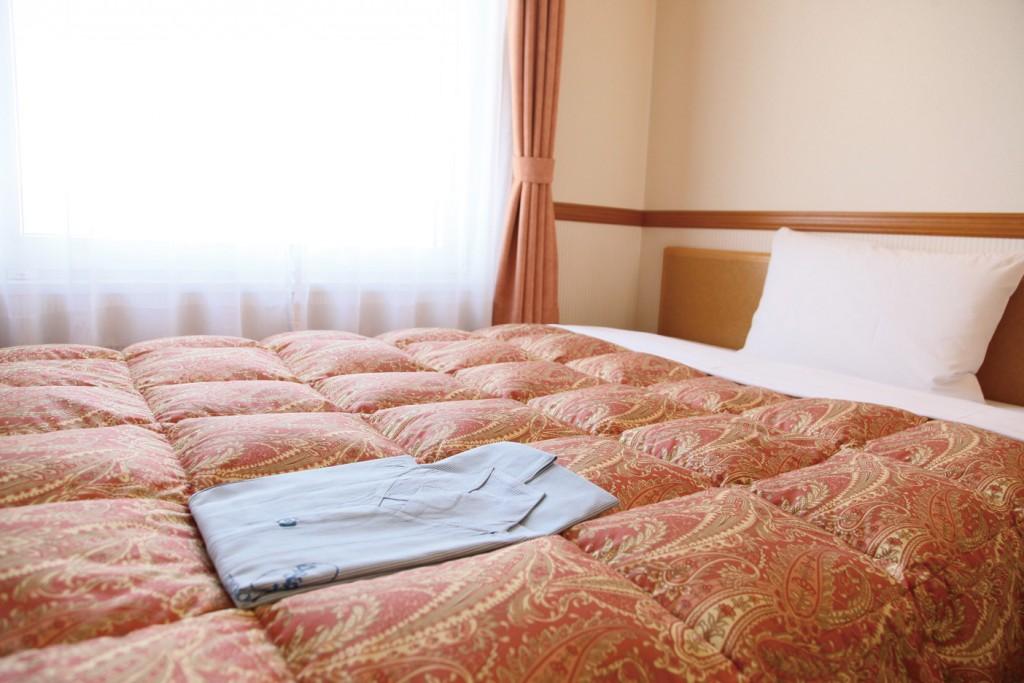 ビジネスホテル、ベッド
