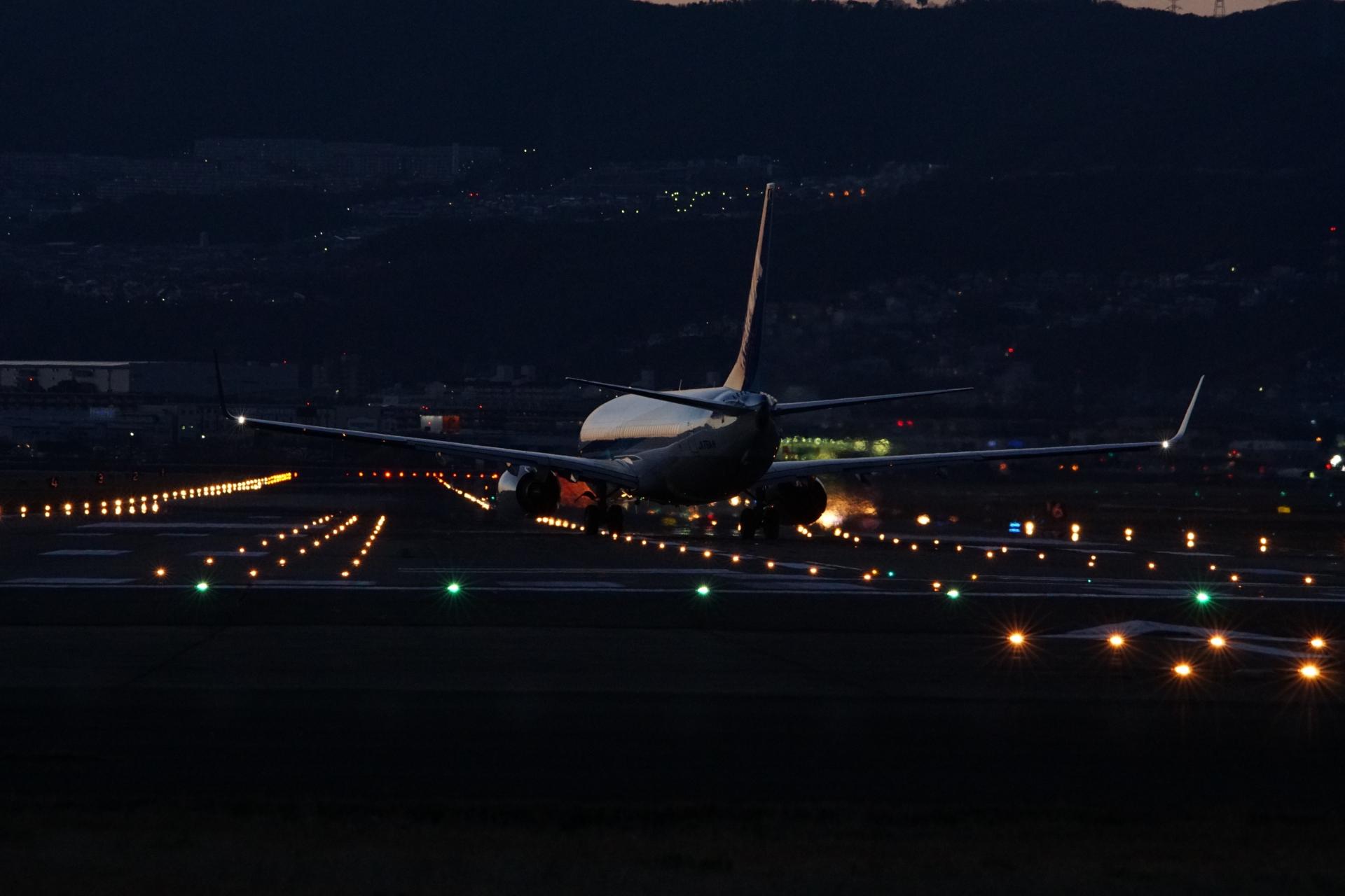 夜景 伊丹 空港 空港で上手に「飛行機撮影」するには?【伊丹空港編】 [飛行機の旅]