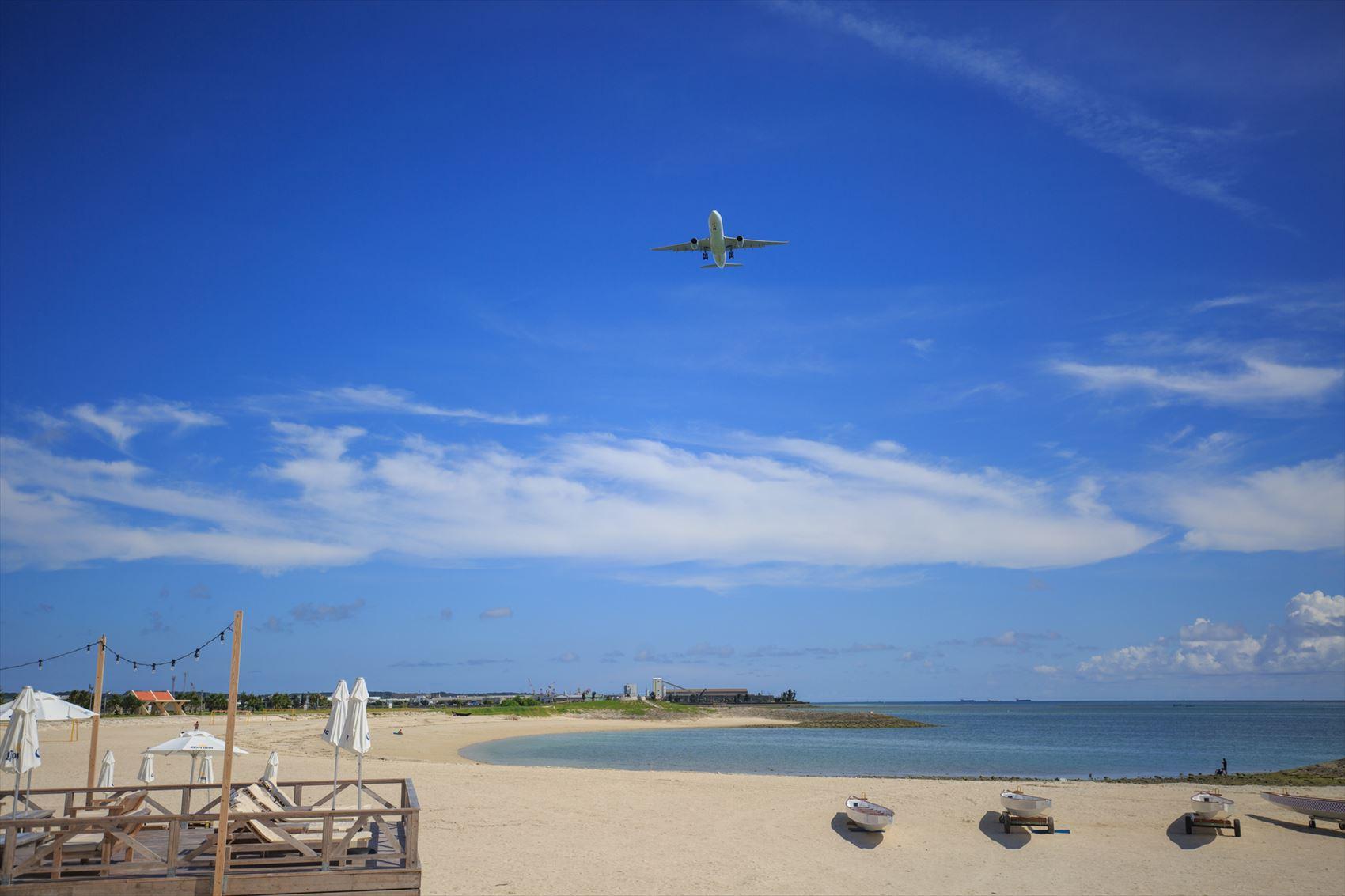 海辺と飛行機