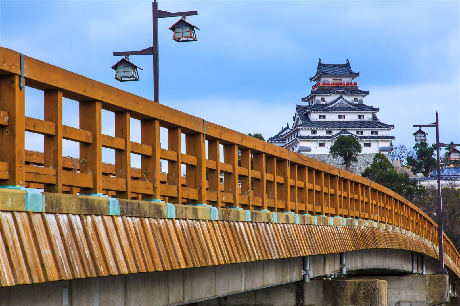 橋から見える唐津城