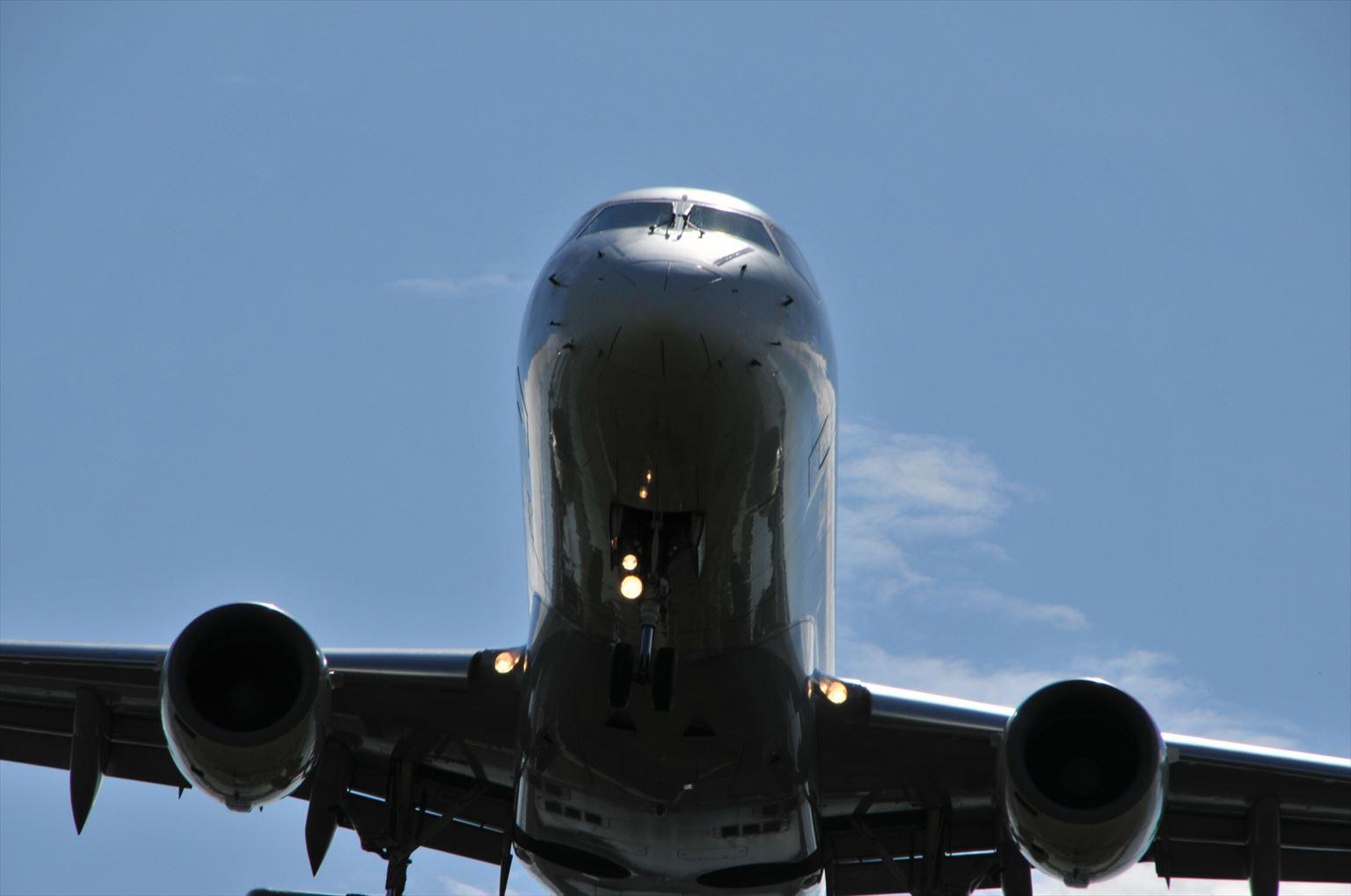 離陸中の飛行機