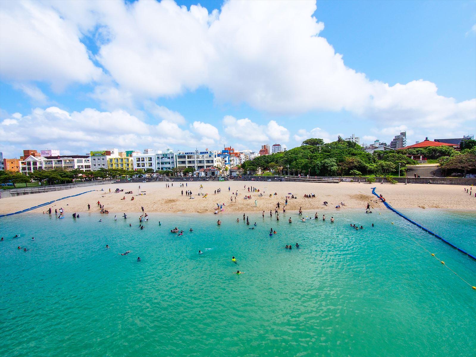沖縄にある波の上ビーチ