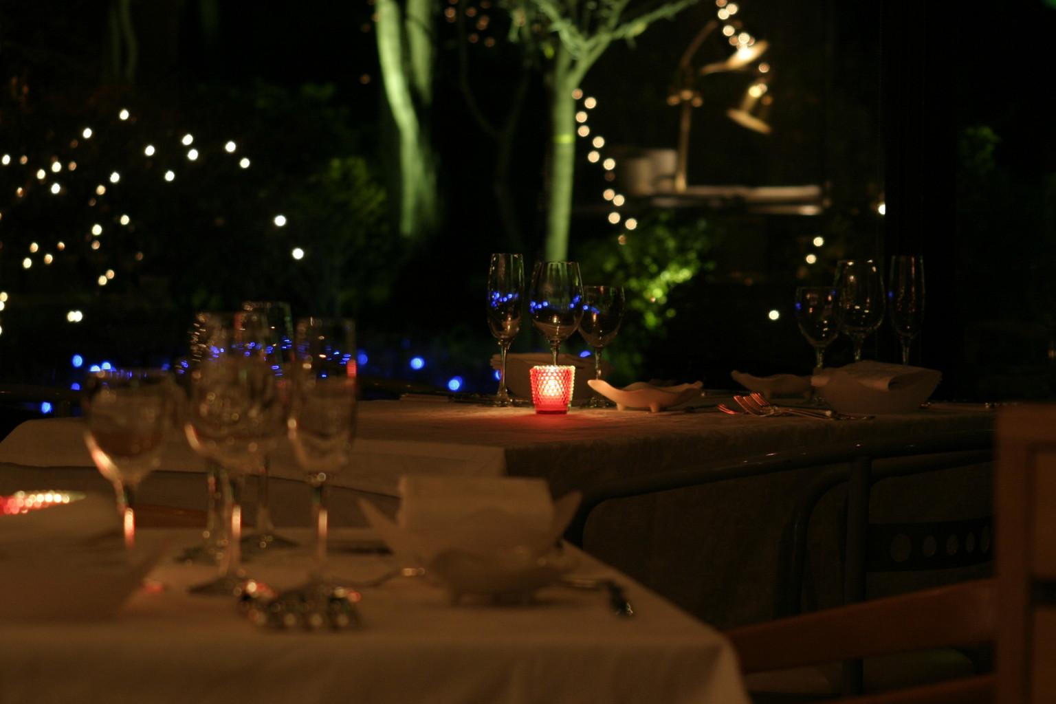 夜のレストラン
