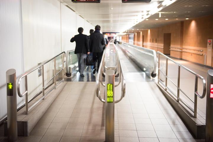 ターミナルの連絡通路