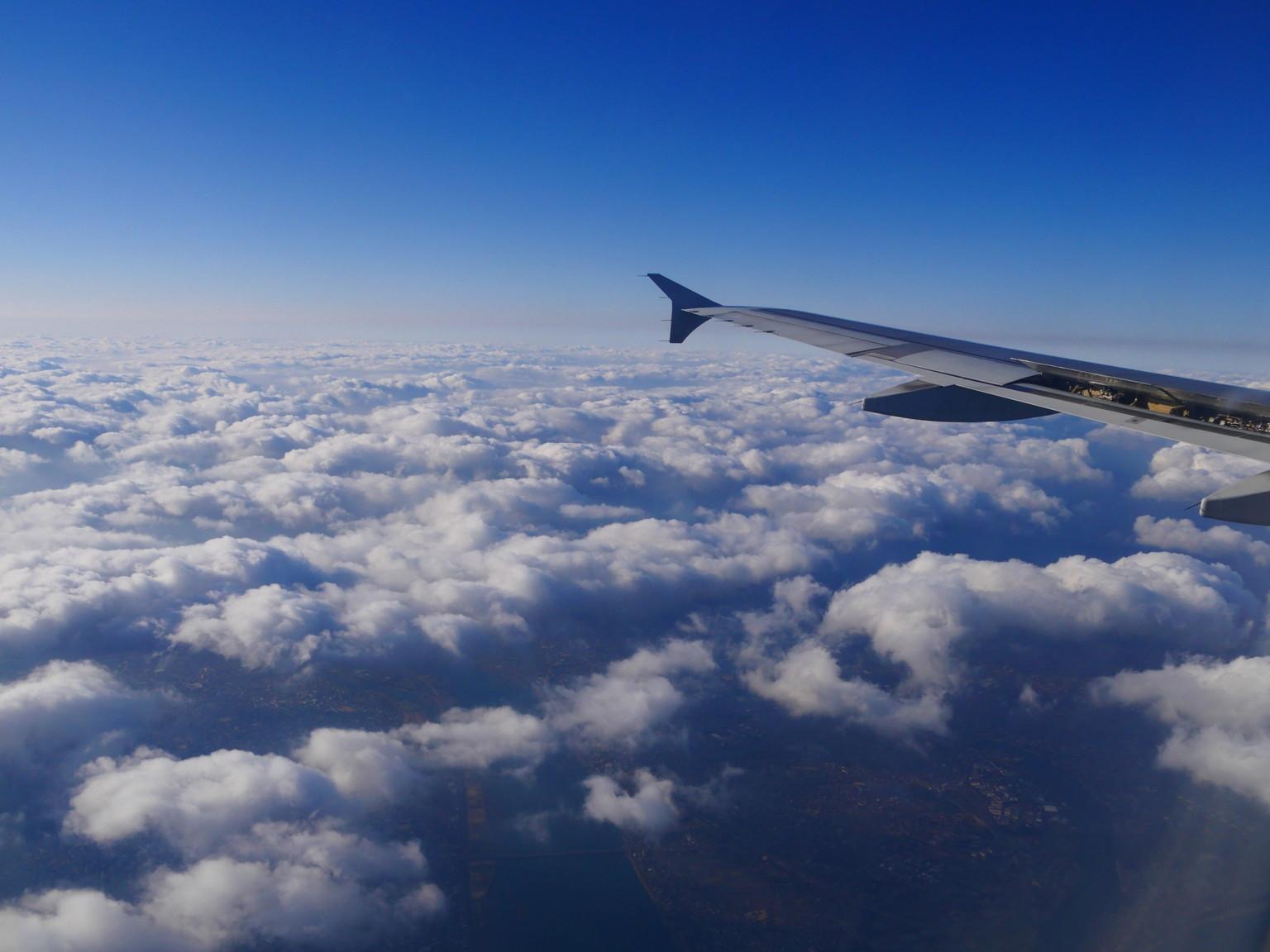 機内の窓からの景色