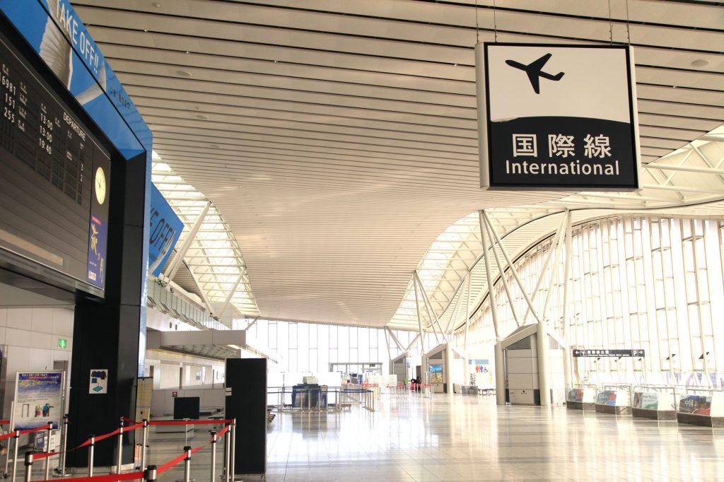 搭乗までの締切時間は?国際線を利用する場合空港には何時間前までに ...